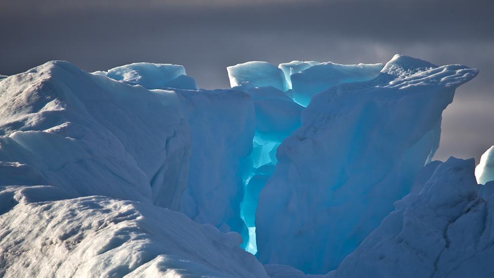 Blaues Eis auf Spitzbergen
