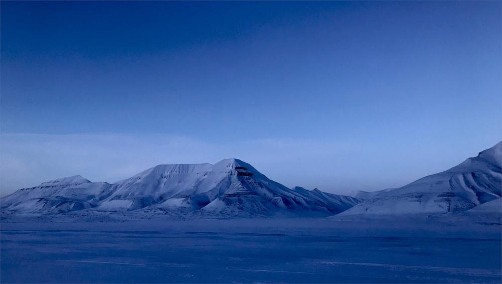 Die arktische Stille genießen im Adventdalen zur