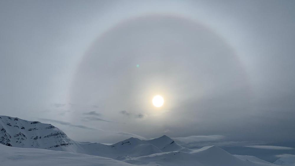 Wundervoller Blick auf ein Halo - unterwegs in Spitzbergen