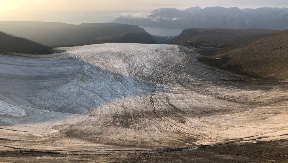 Der Blick Richtung Longyearbyen unterwegs zwischen dem Lars Hiertafjellet und Trollsteinen