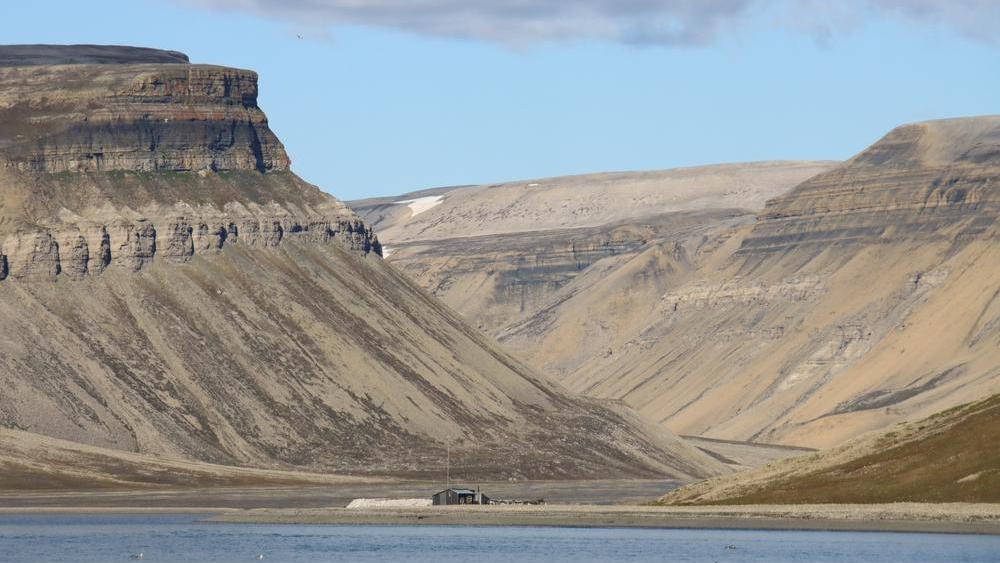 Markante Berge auf Spitzbergen in der Skansbukta