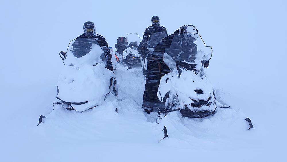 Mit den Schneescootern im Schneesturm