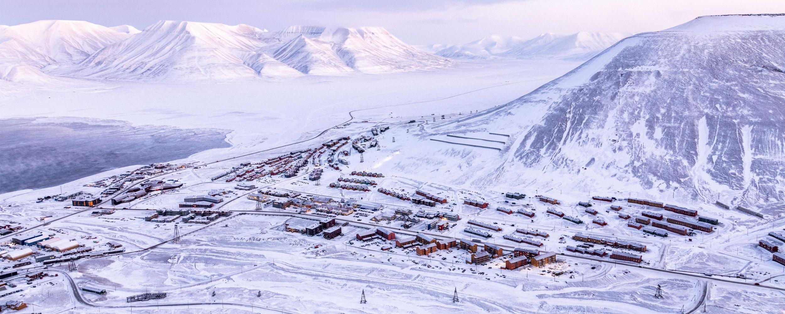 Longyearbyen in winter with view from Plåteaufjellet
