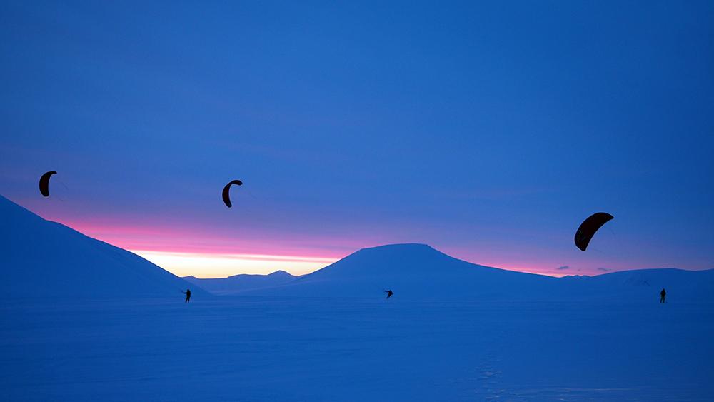 Mitternachtssone Kiting auf Spitzbergen