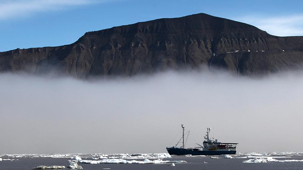MS Lance auf Spitzbergen