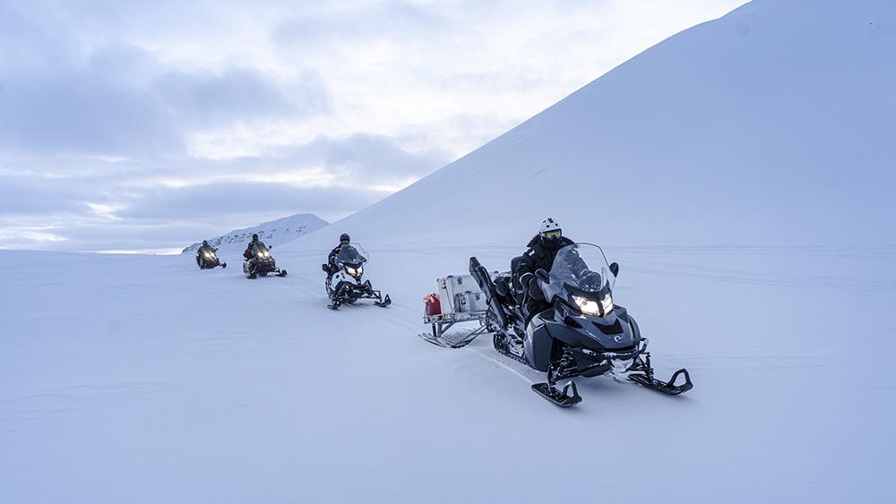 Schneescooter-Safari auf Spitzbergen