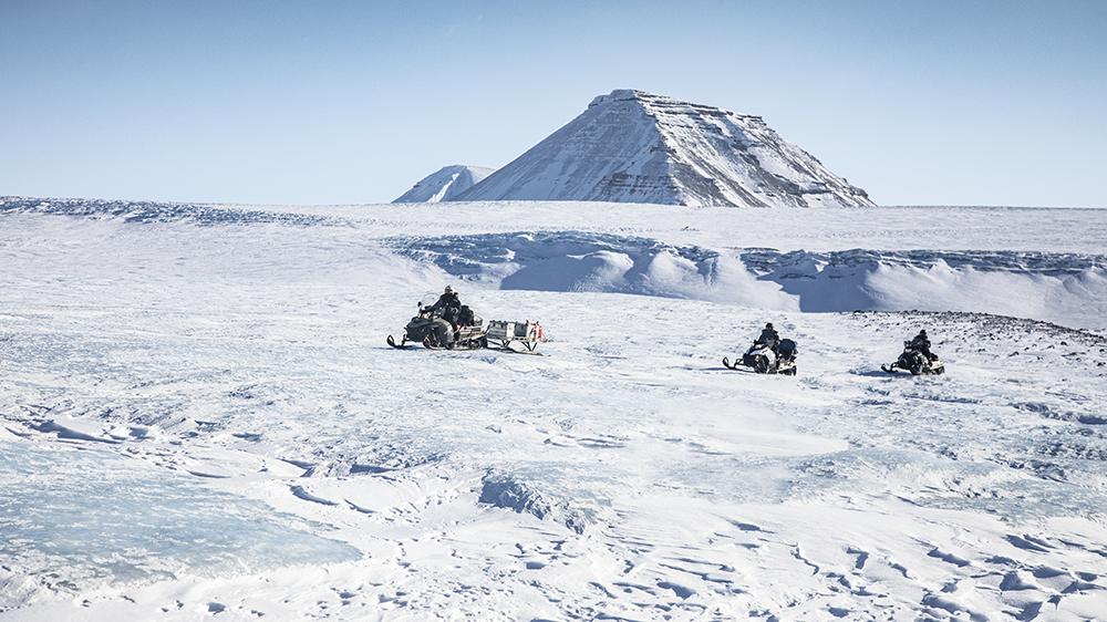 Schneesccooterfahren auf Spitzbergen